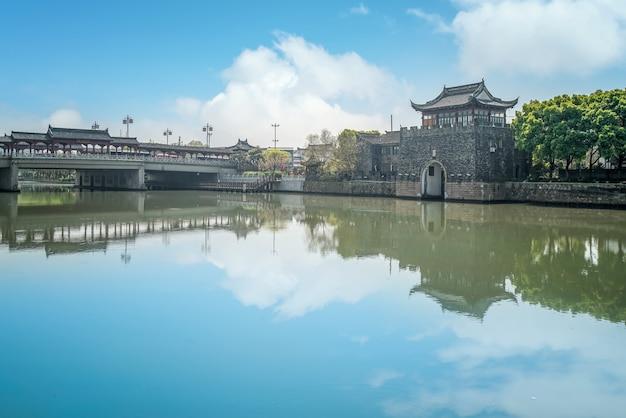 Руины древнего здания городской стены сучжоу