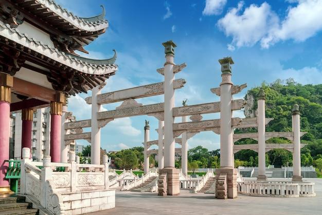Древние здания в городе лючжоу, гуанси, китай.