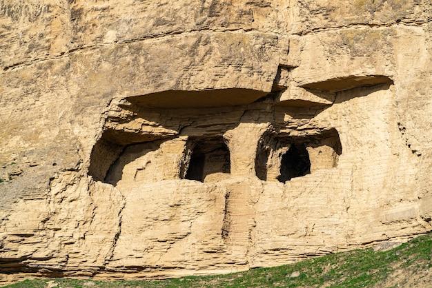 Древние пещеры на вершине горы