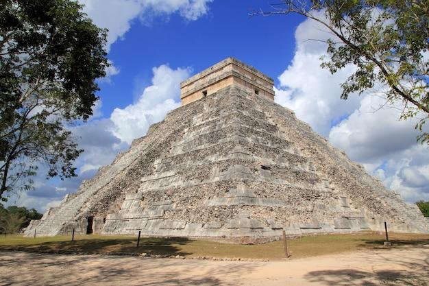 Ancient chichen itza mayan pyramid temple mexico
