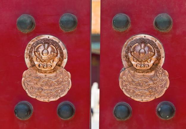古代中国のノッカー Premium写真