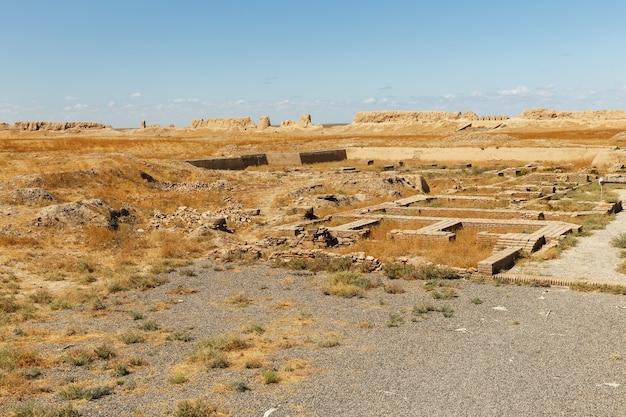 古代都市サウランまたはサウラン、カザフスタン南部のトルキスタン近くの古代都市の遺跡。