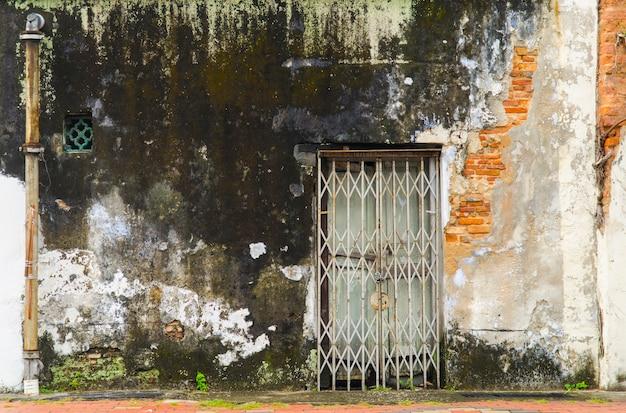 고대의 폐쇄되고 잊혀진 출입구