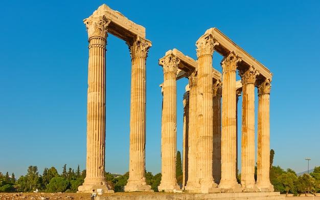 그리스 아테네에 있는 제우스 신전의 고대 기둥