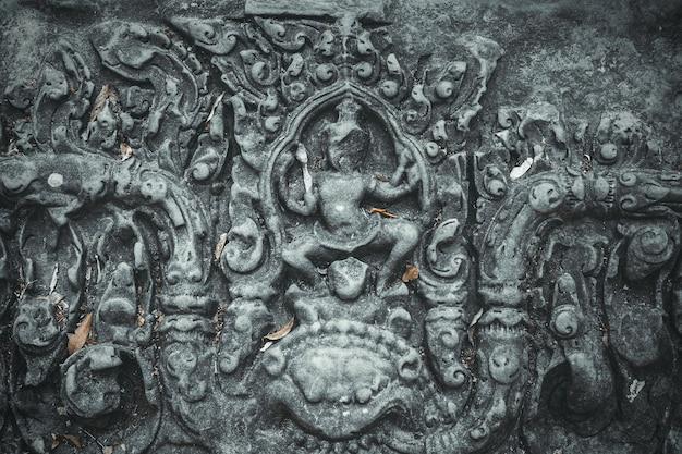 アンコールワットカンボジアの壁にある古代の装飾彫刻