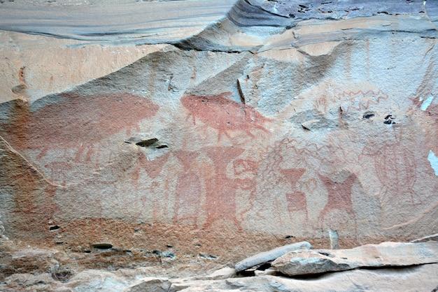 산 벽에 고대 그림