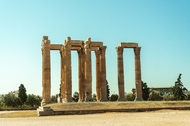 Ancient greek temple of the god zeus in athens