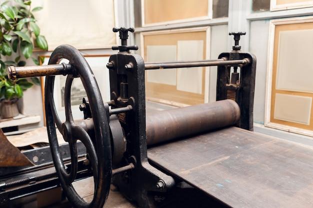 古代のハンドル印刷機