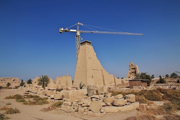 Древний карнакский храм в луксоре, египет