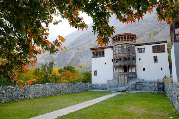 Ancient khaplu palace in autumn. gilgit-baltistan, pakistan.