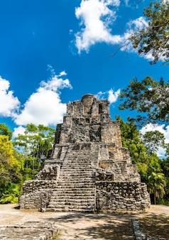 Древняя пирамида майя на месте муйиль в кинтана-роо, мексика