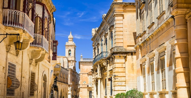 Древний город мдина, популярная достопримечательность на острове мальта