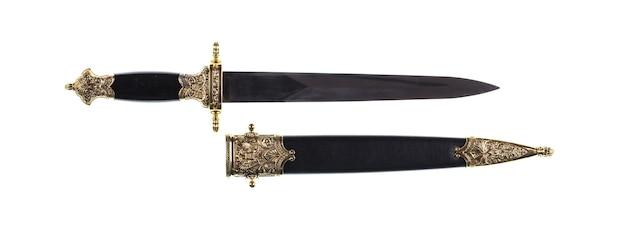 Древние средневековые мечи на белом изолированном фоне