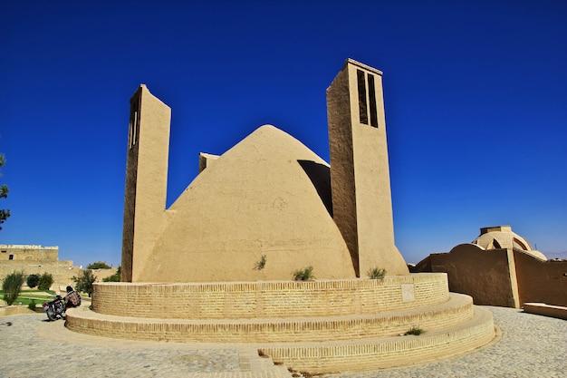 イランの古代メイボド城塞