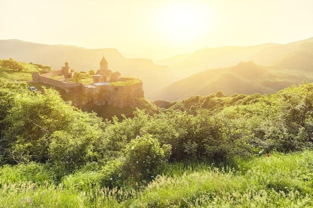 석양에 고 대 수도원입니다. tatev. 아르메니아