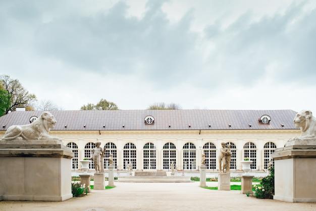 Древний дворцово-парковый ансамбль лазенки в варшаве, польша
