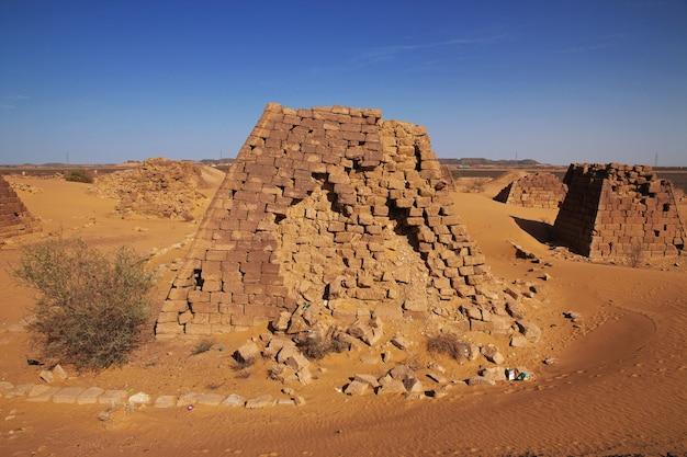 수단 사하라 사막에서 메로에의 고대 피라미드