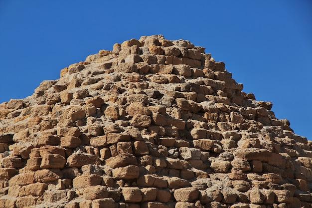 수단 사하라 사막에 있는 누리의 고대 피라미드