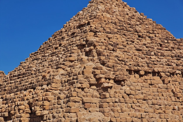 수단 사하라 사막에서 누리의 고대 피라미드