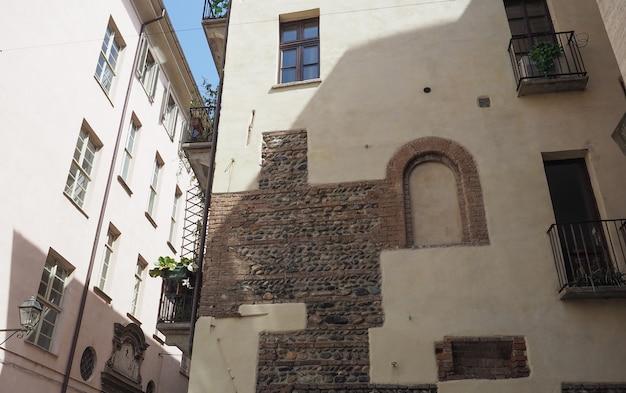 Стена древнего римского здания в турине