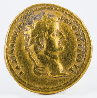 分離された皇帝ティベリウスの古代ローマの金貨