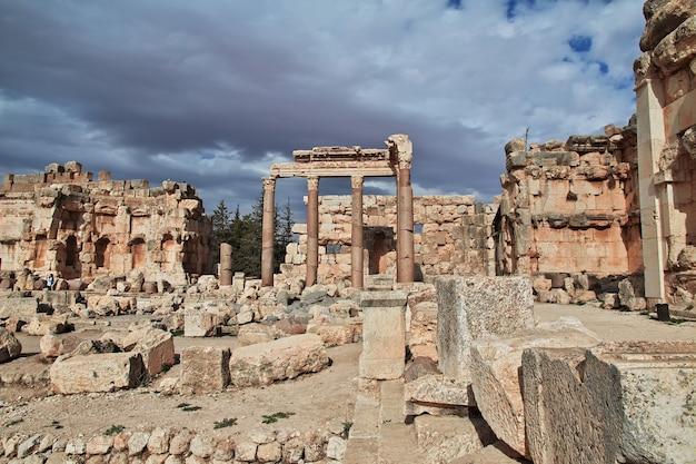 Древние римские руины города баальбек в ливане