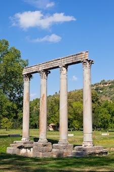 Древний римский храм аполлона в рие, альпы верхнего прованса, франция