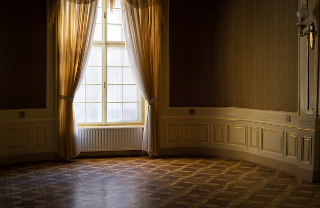 家の科学者の古代の部屋。リヴィウの科学者の家。