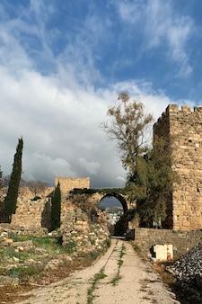 レバノンのビブロスユネスコ世界遺産の十字軍の城の古代遺跡