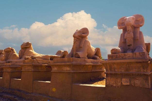 이집트 룩소르 테베에 있는 카르낙 신전의 고대 유적 고대의 가장 큰 사원 단지