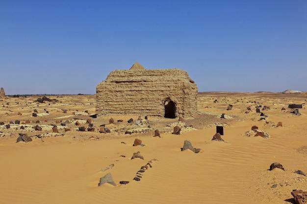 古代遺跡、スーダン、サハラ砂漠、アフリカの古いドンゴラ