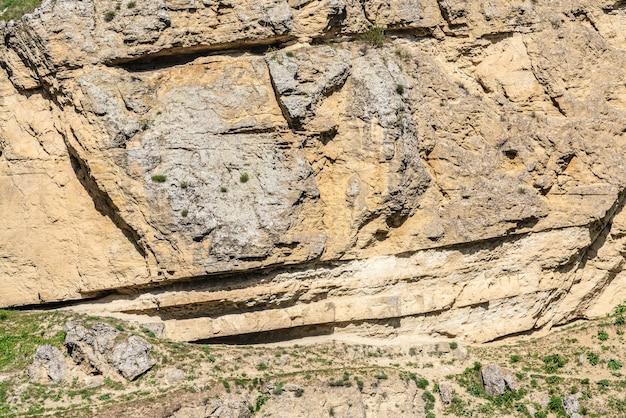 고대의 깎아지른 듯한 암벽 배경