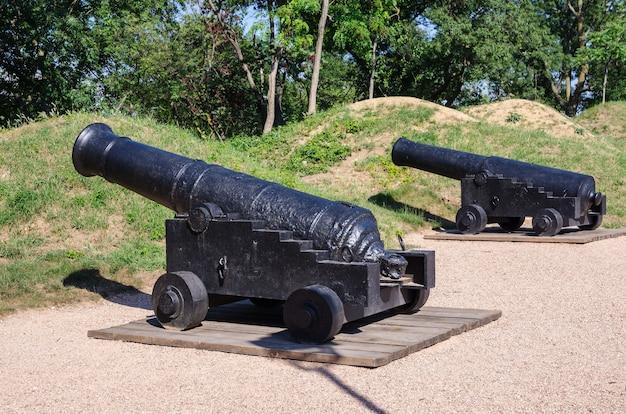 Древние корабельные пушки