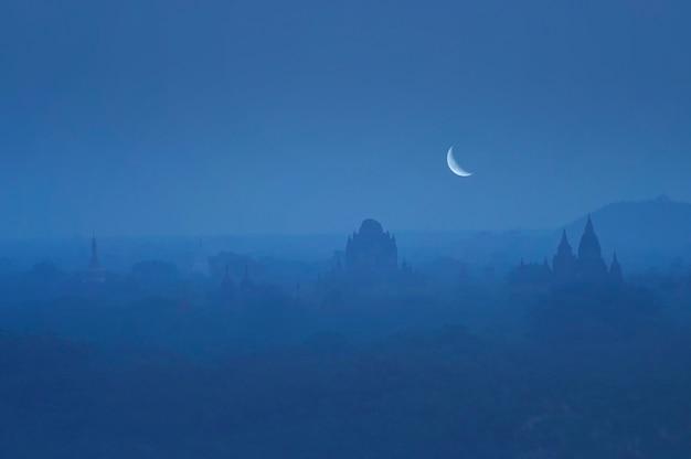 일몰 미얀마 후 바간의 고대 사원 고고학