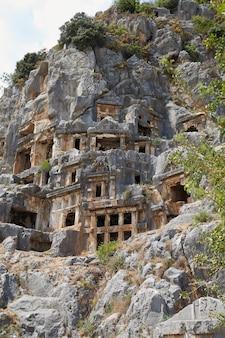Древние гробницы в городе мира турция