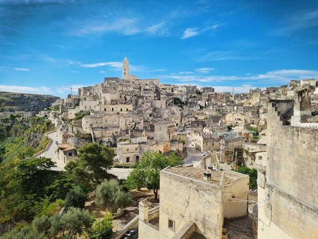 マテーラの古代の町、洞窟都市、バジリカータ州、イタリア Premium写真