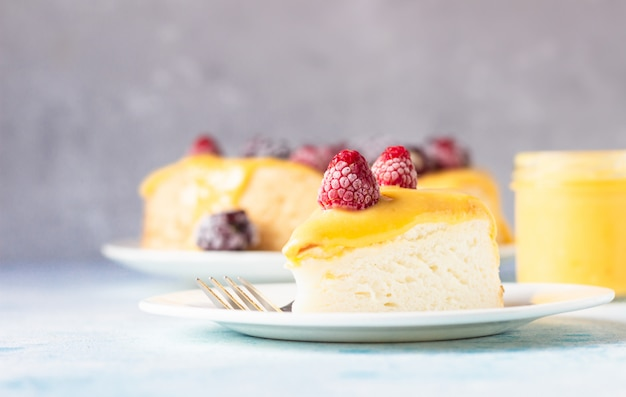 Angel food cake with lemon curd and frozen berries