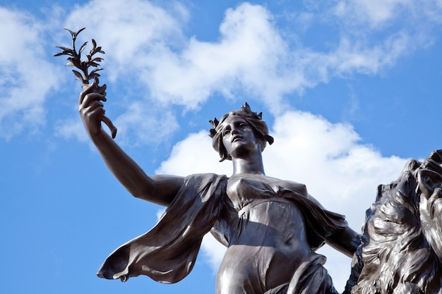 Ангел юстиции букингемский дворец, лондон, великобритания