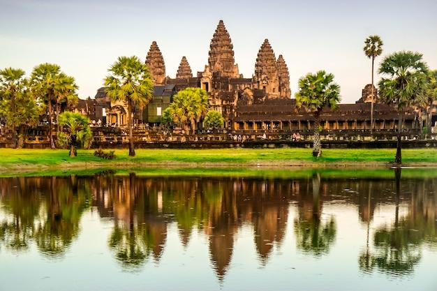 Древний храм ангкор-ват в камбодже