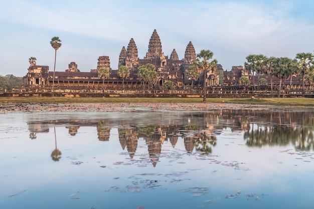 Храм ангкор ват - камбоджа. древняя архитектура