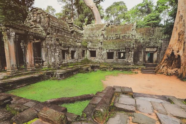 Храм ангкор-ват в камбодже. древний храмовый комплекс ангкор-ват