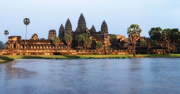 Angkor wat temple at sunse