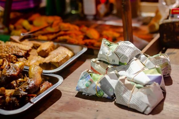 Angkringan kopi jos, индонезийская уличная еда