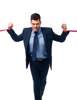 Uomo d'affari arrabbiato che prova a liberare