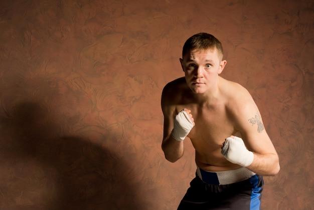 화가 결정된 젊은 권투 선수