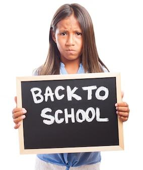 黒板と怒っている女の子