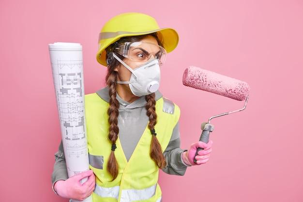 화난 산업 여성 노동자