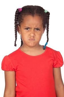 Злой девочка, изолированных на белом фоне