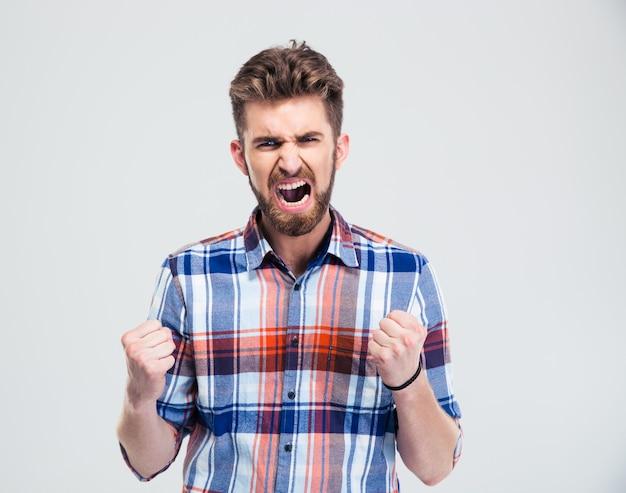 Сердитый человек кричит