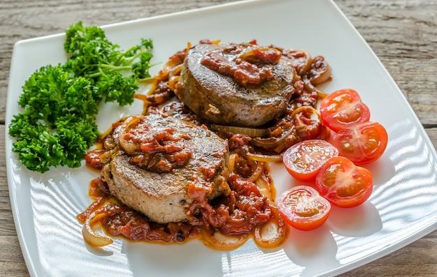 アンガスビーフステーキとローストトマトソース